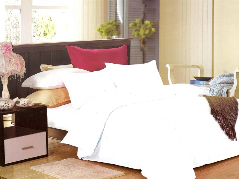 White Bed Sheet Set & Silk Pillowcases